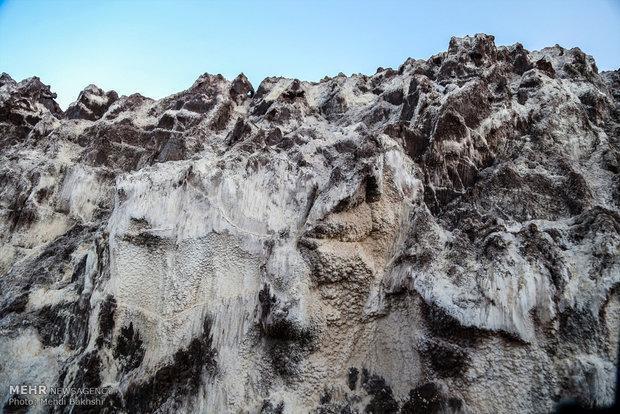 گردشگری بی ضابطه درکوه نمک باعث نابودی این زیستگاه ارزشمند می گردد