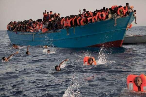 واژگونی یک قایق حامل 50 مهاجر در آبهای ساحلی لیبی