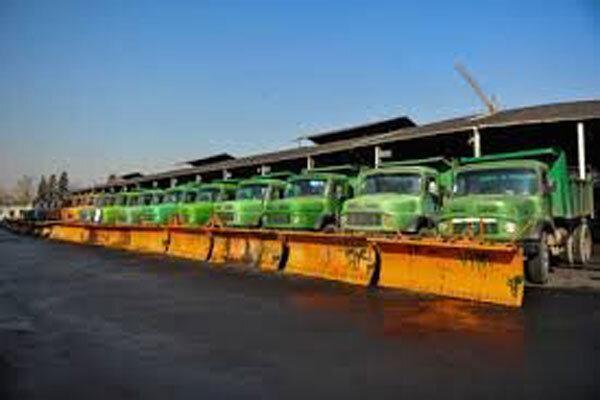 30 دستگاه ماشین آلات برف روب و نمک پاش در سنندج مستقر شد