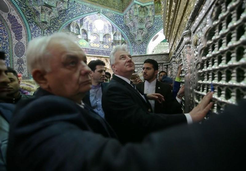 مسئولان عالی رتبه مجارستانی در حرم بانوی کرامت حضور یافتند