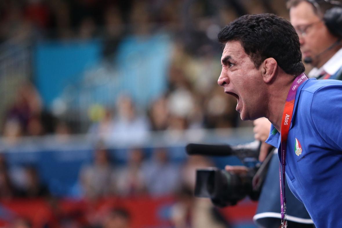 محمد بنا: تعویق المپیک می تواند به نفع ما باشد، کرونا فوتبالیست ها را هم خانه نشین کرد