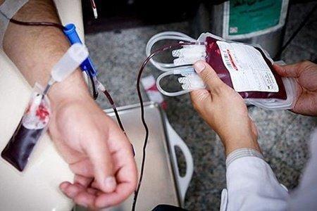 استقرار پایگاه سیار انتقال خون در ورودی باب الرضا (ع) حرم رضوی