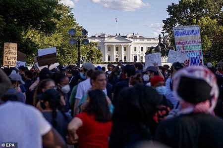 ترامپ از ترس معترضان به پناهگاه کاخ سفید فرار کرد