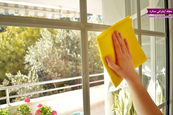 با این ترفندهای خانه داری، شیشه ها را برق بیندازید