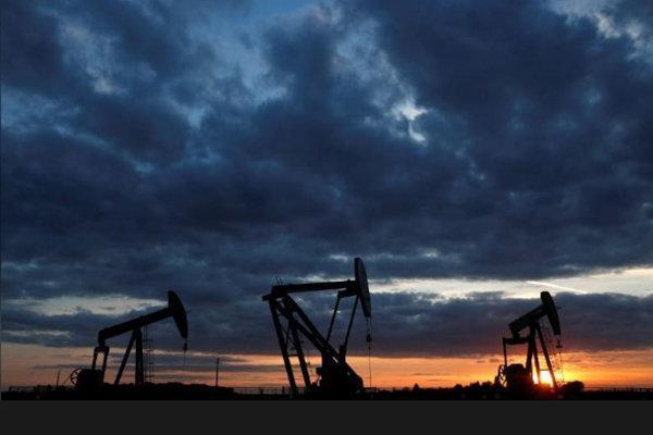 قیمت نفت خام سقوط کرد، ثبت رشد هفتگی و ماهانه