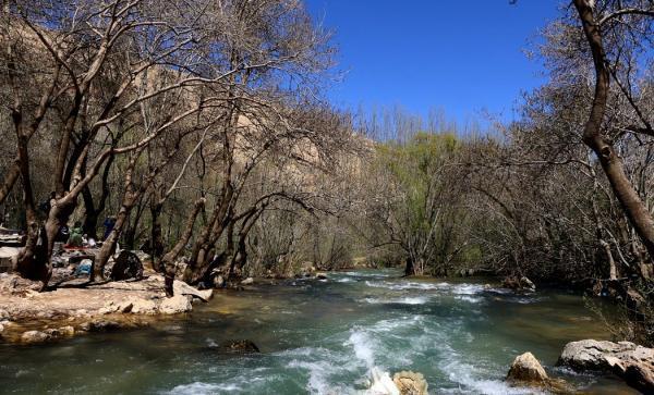 پیرغار مکانی دیدنی در روستای ده چشمه در استان چهار محال و بختیاری