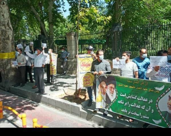 تجمع رانندگان خودرو سرویس مقابل شورای شهر تهران