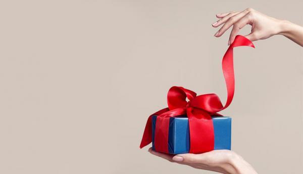 تعبیر خواب هدیه گرفتن یا کادو و هدیه دادن چیست؟