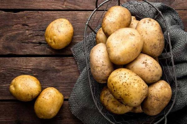 5 چیزی که می توانید با سیب زمینی تمیز کنید