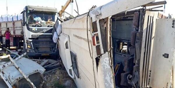 رسیدگی به مجروحان حادثه اتوبوس یزد در حال اجرا است