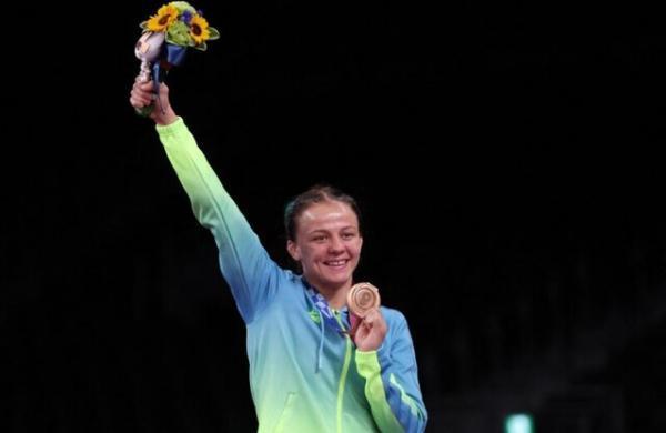 مدال آور المپیک آپارتمانش را به مربی خود بخشید
